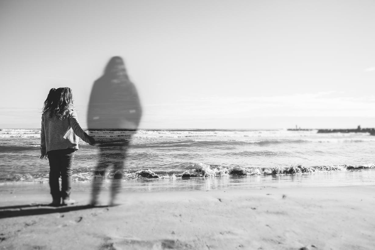 Vainajakokemuksia on kaikenikäisillä. Useimmiten kohdattu läheinen on oma vanhempi tai puoliso. Kuva: Shutterstock
