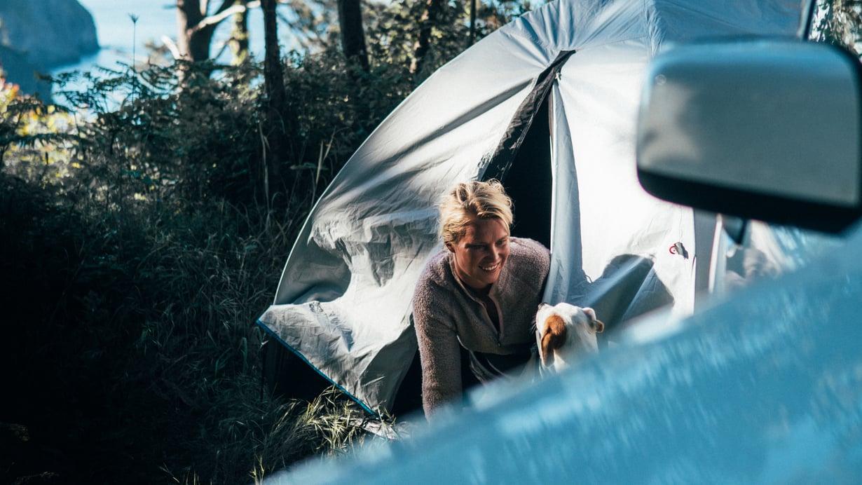 Yöt Liisi ja Joona nukkuvat usein teltassa.