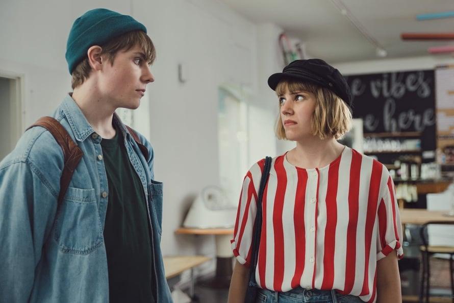 Kuisma (Mikko Kauppila) ja Oonan (Anna Airola) nähdään Aikuiset-sarjassa. Kuva: Hanna-Maria Grönlund/Yle